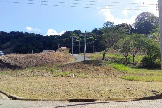 325m2 Lot in Villa Leona for sale